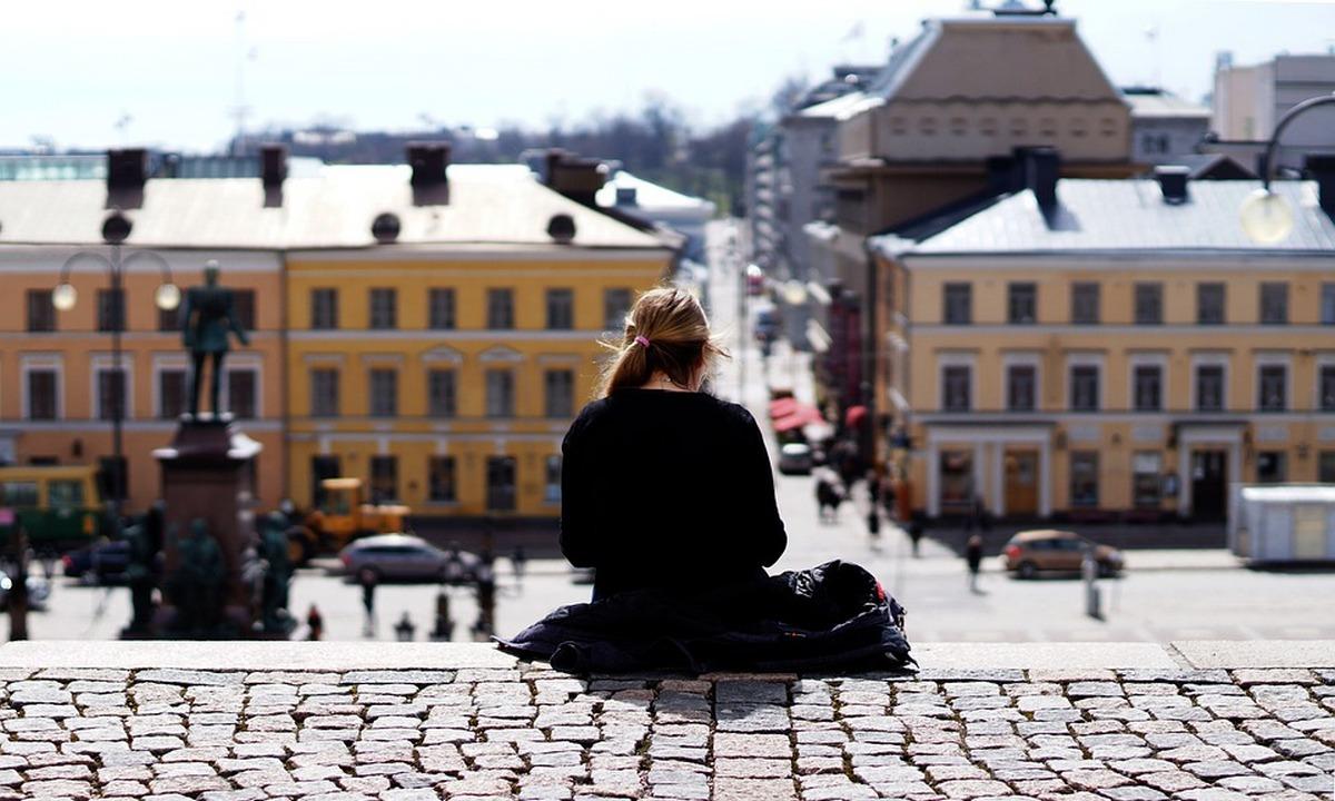 финляндия весной, девушка спиной, город, фото, отдых