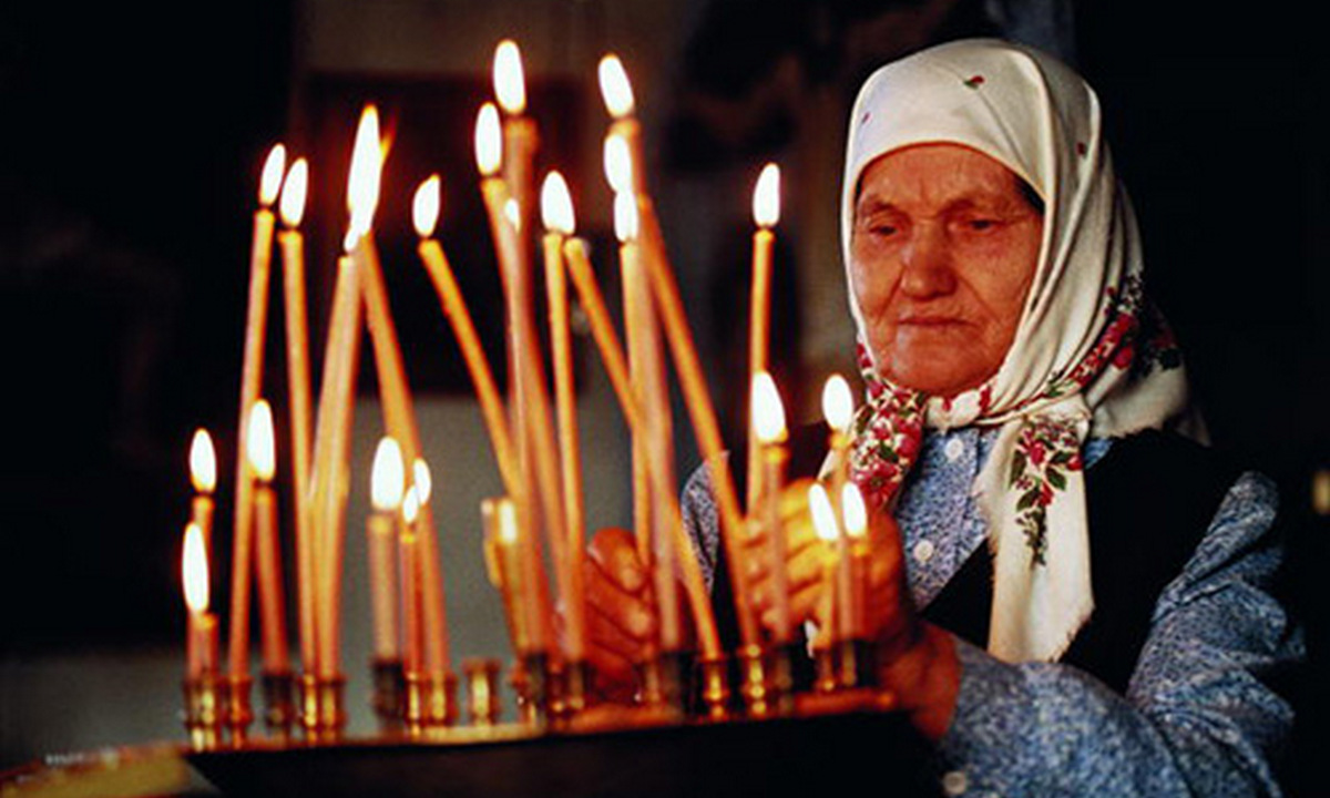 бабушка. церковь, свечи