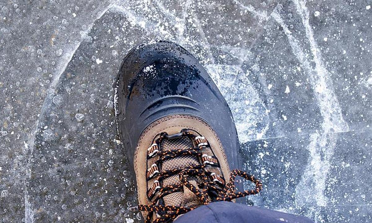 нога, лед, проваливается