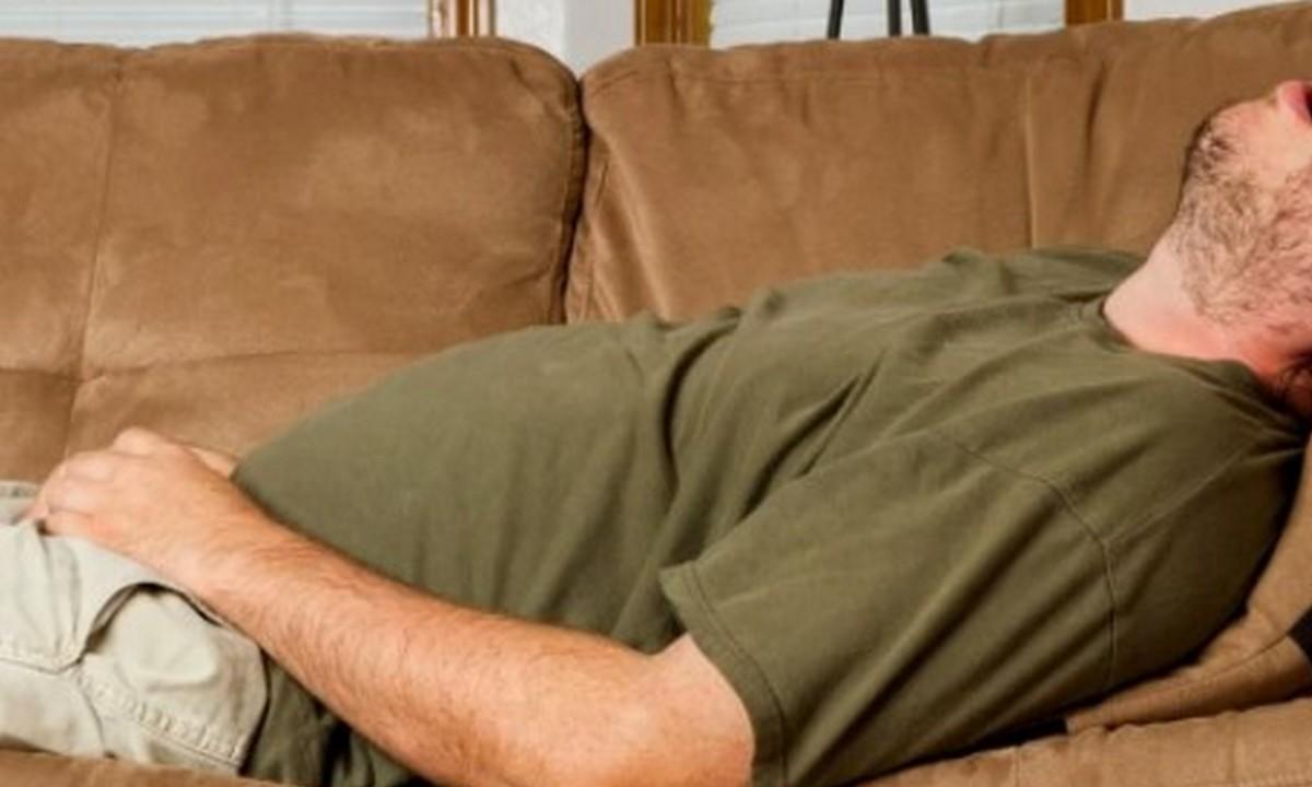 лежит, диван, мужчина