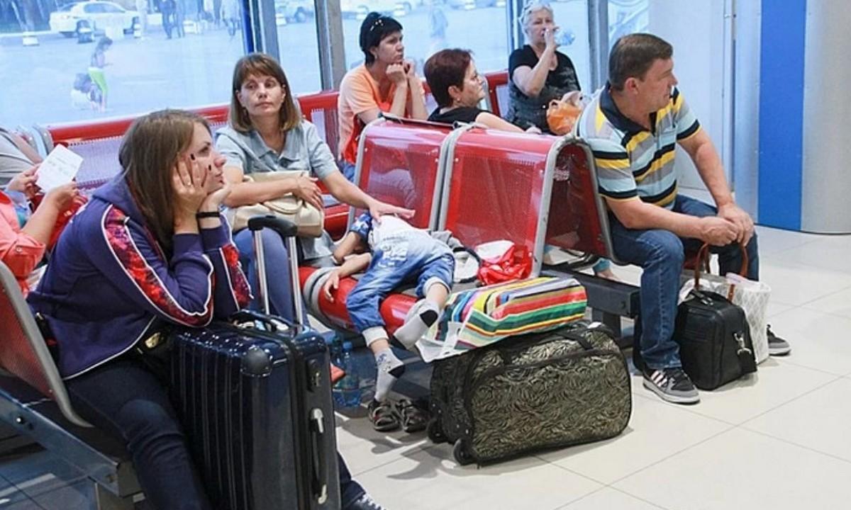 аэропорт. ждут, пассажиры