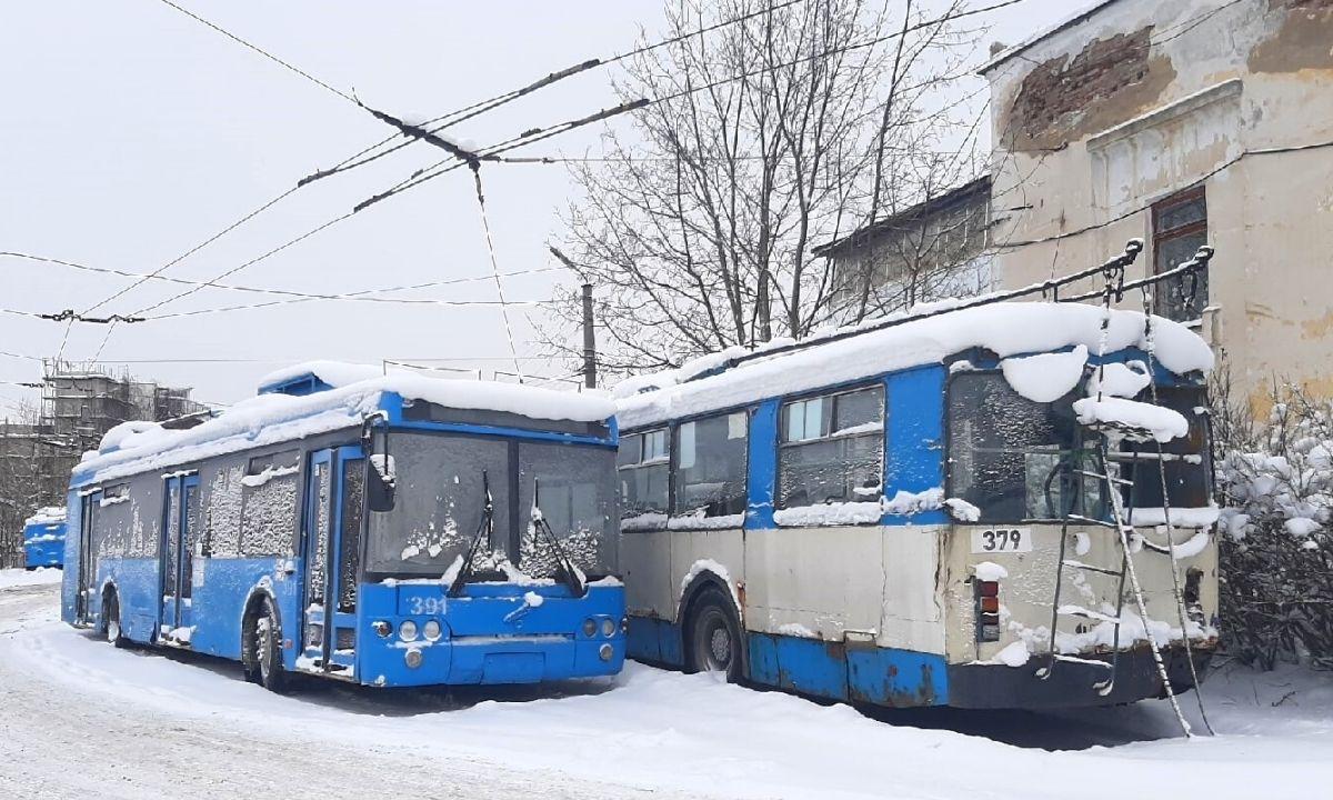троллейбус в снегу