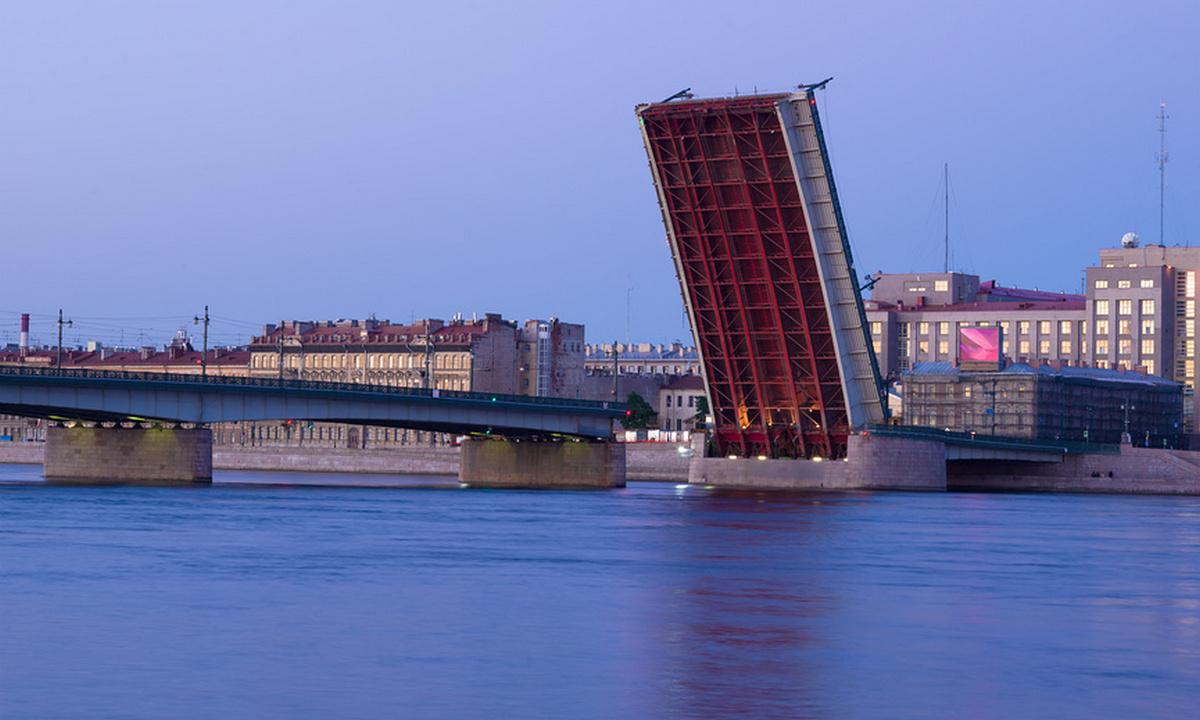 разводка моста в Санкт-Петербурге