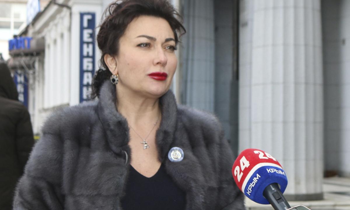 Новосельская в дорогой шубе дает интервью