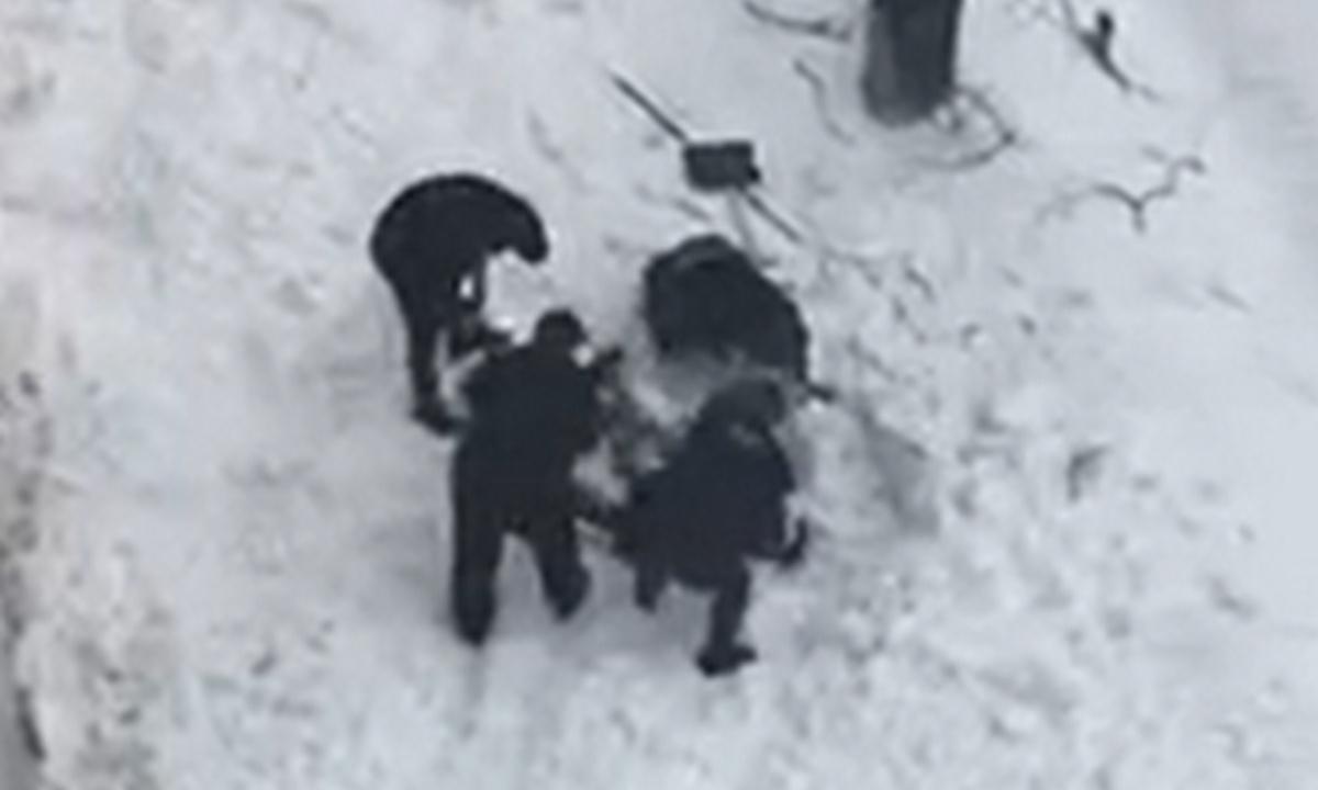 снежная лавина сошла на рабочих