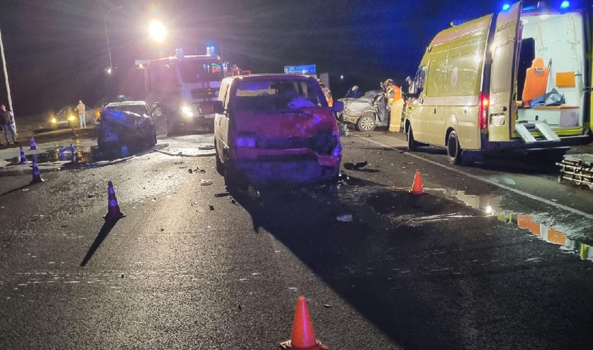 Разбитые в аварии машины