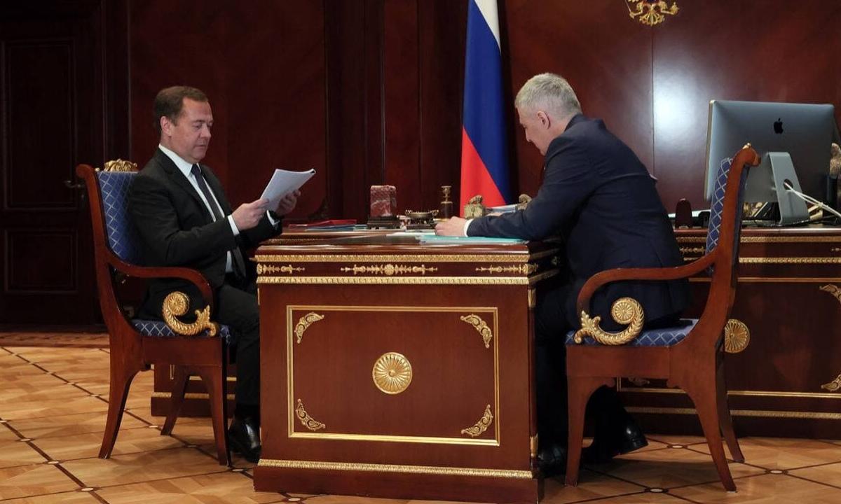 Дмитрий Медведев и Артур Парфенчиков на встрече