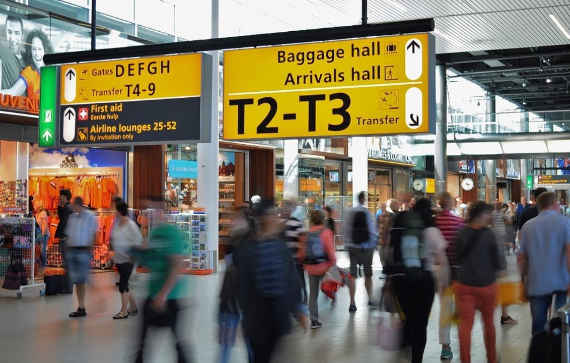 Люди в аэропорте