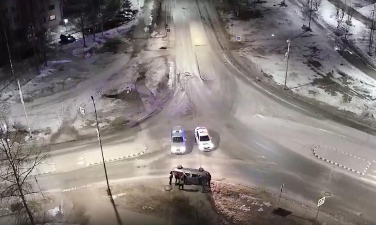 машина перевернулась на перекрестке в Костомукше