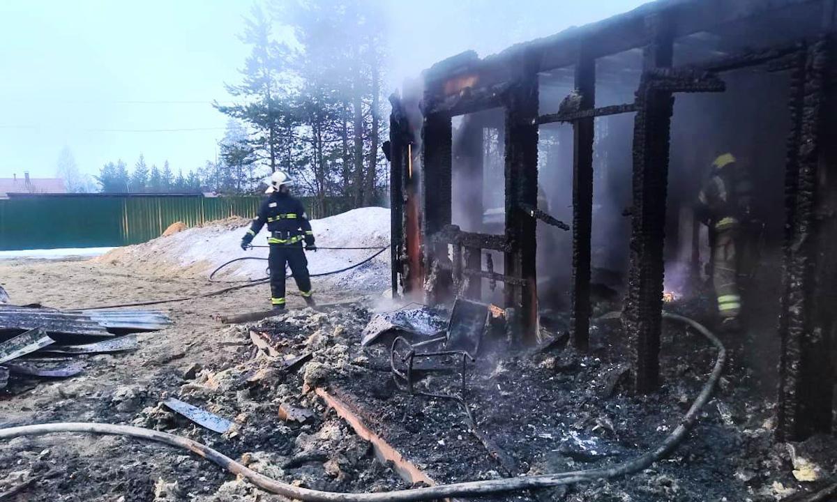пожарные работают