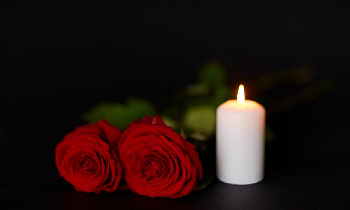 свеча и розы