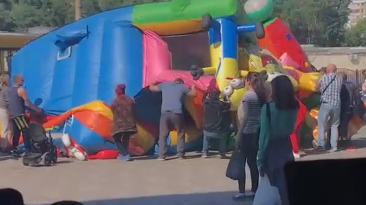 Дети тяжело пострадали на надувном батуте