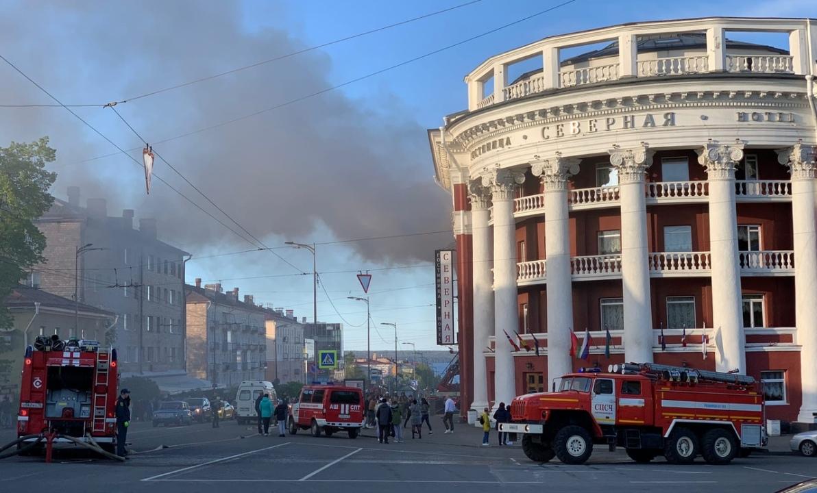 """горит гостиница """"Северная"""""""