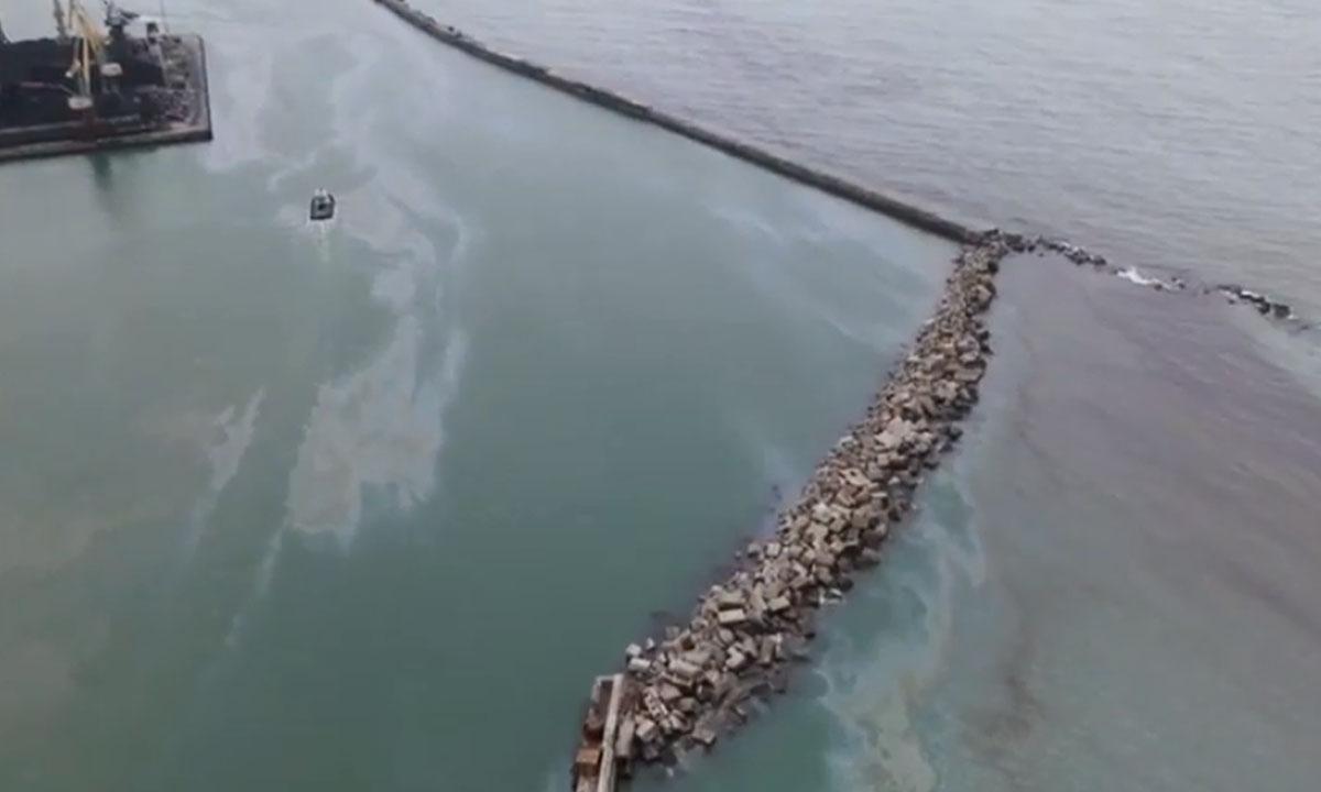 В Черном море произошел разлив нефти