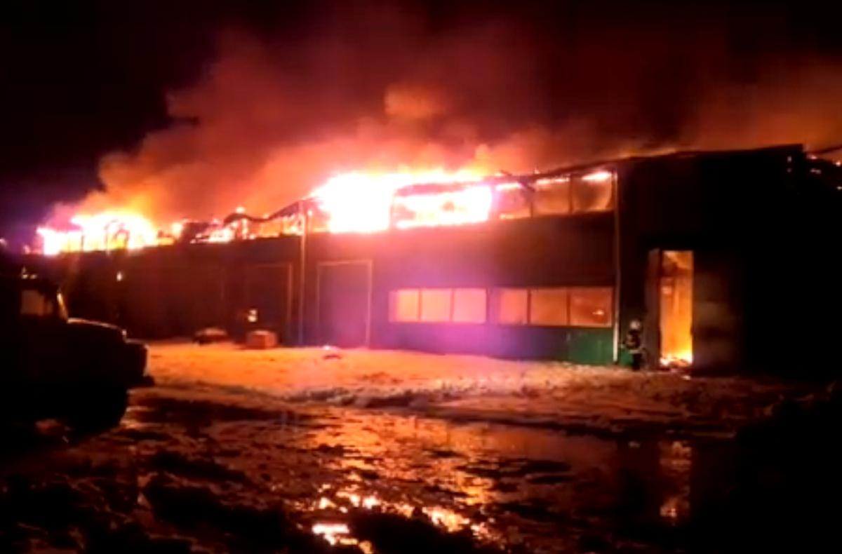 пожар завод Карелия