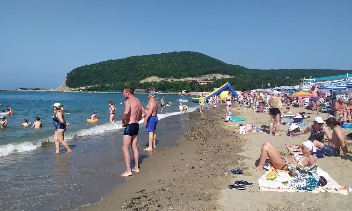 отдых, юг, люди отдыхают на пляже
