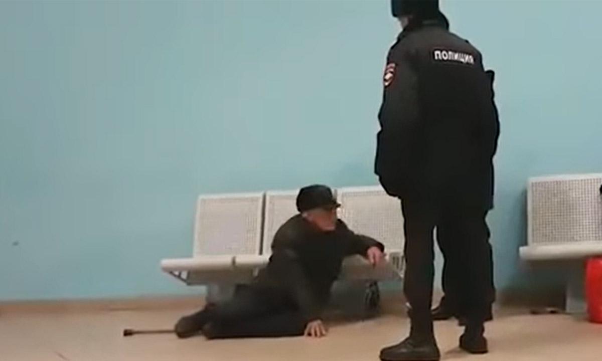 Полицейские украли у пенсионера больше 700 тысяч рублей