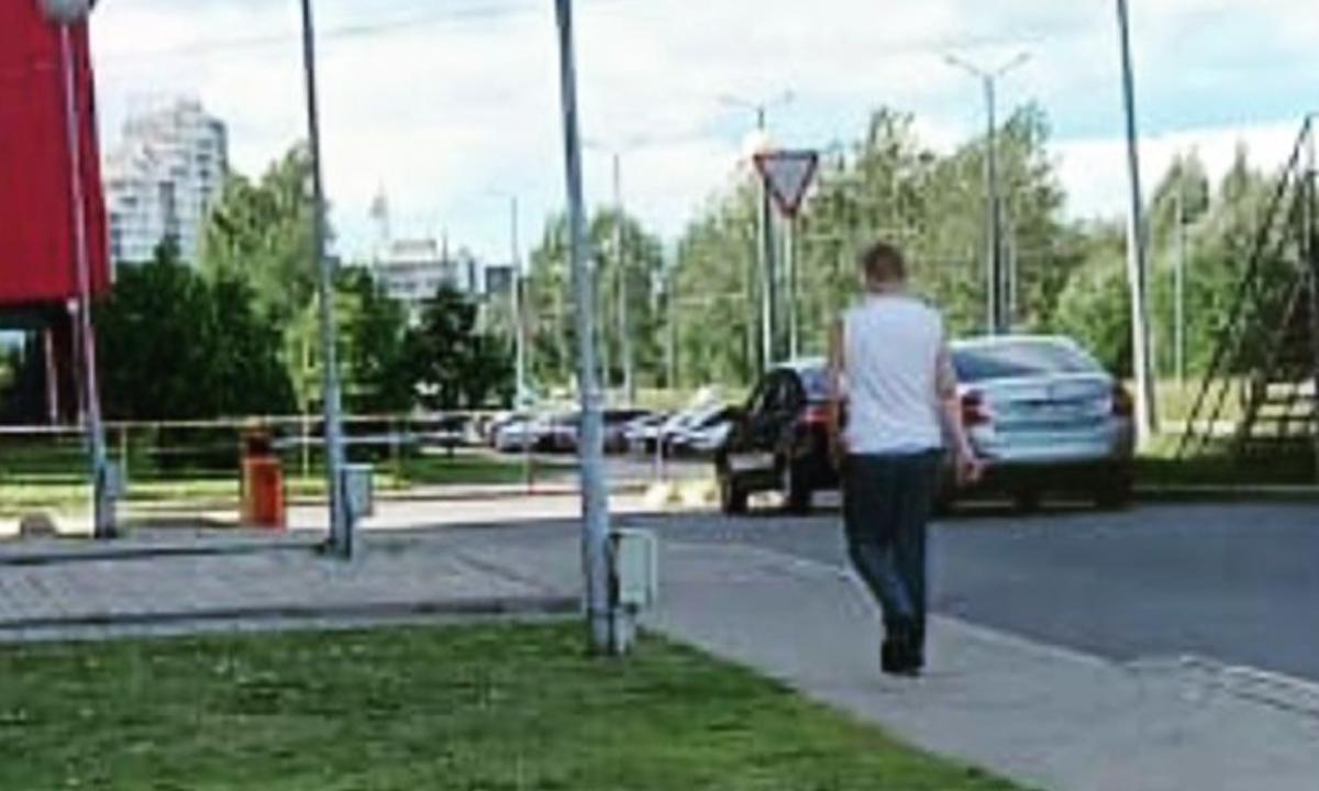 появление странного мужчины на детских площадках Петрозаводска