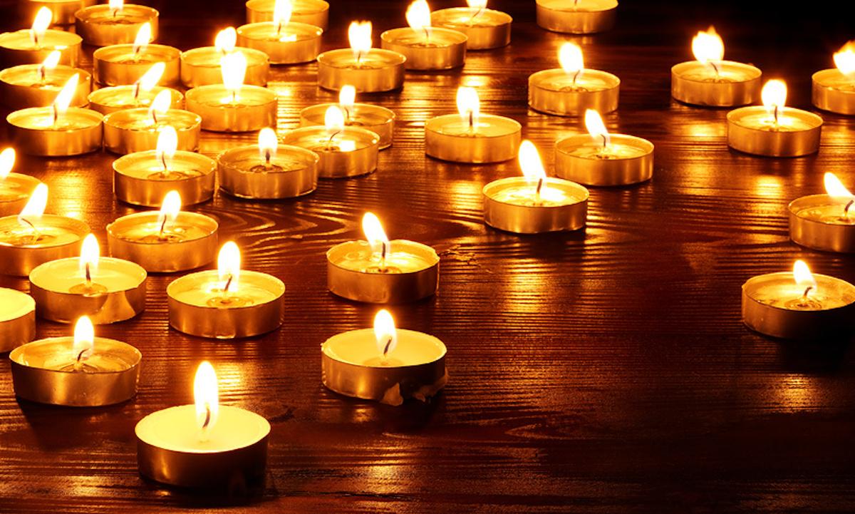 свечи на темном фоне