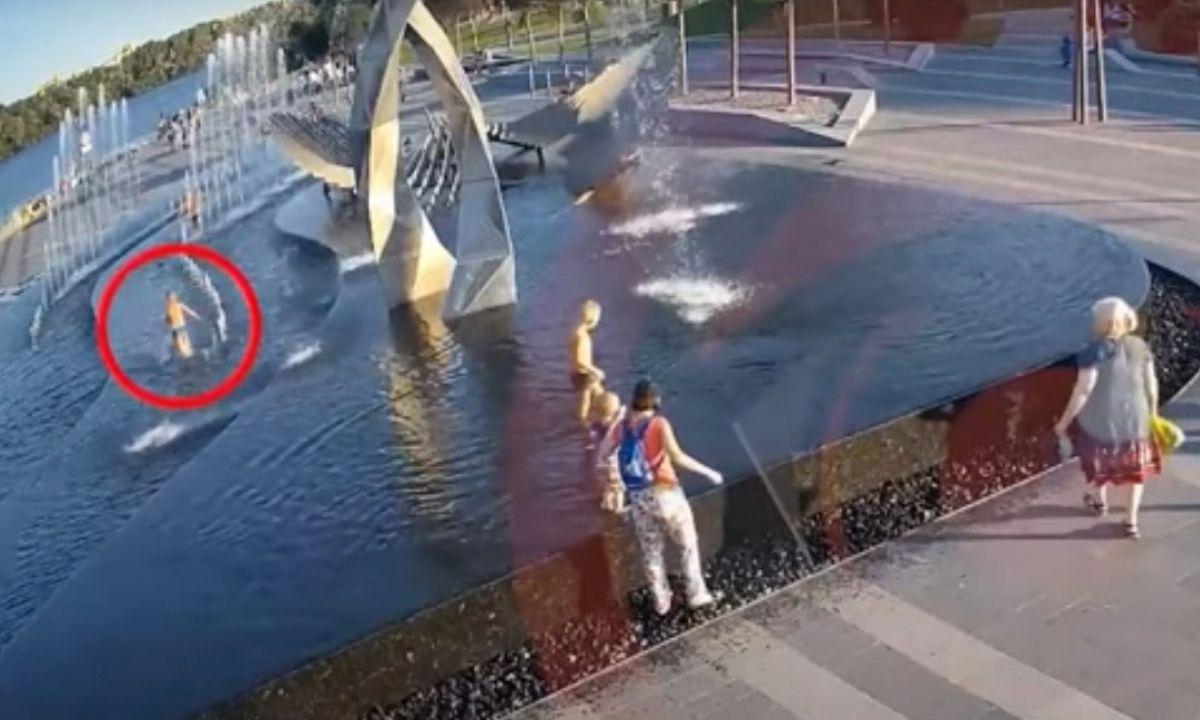 мальчик умер, купаясь с в фонтане
