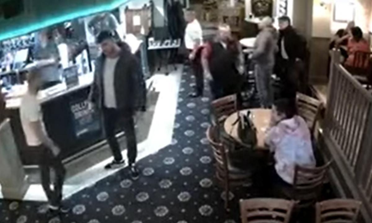 В карельском городе мужчину избили стулом в баре