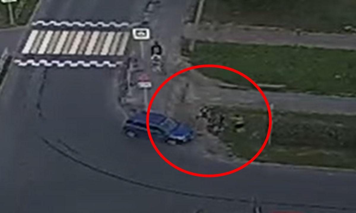 В Петрозаводске водитель сбил двух девушек, а затем еще избил одну из них