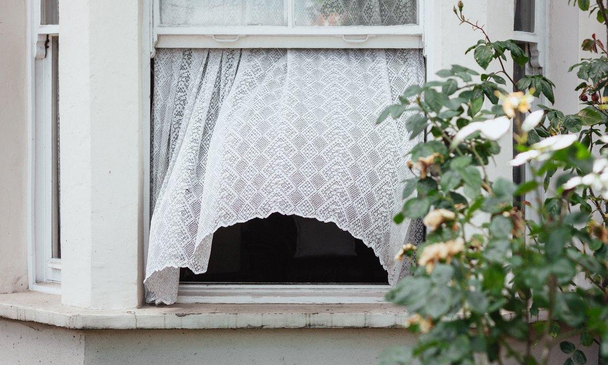 окно, выпала, пострадала