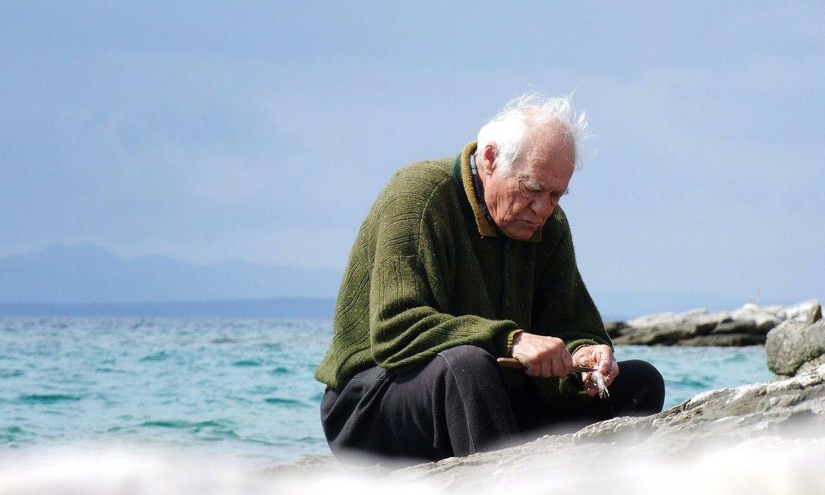 дед, пенсионер, вода