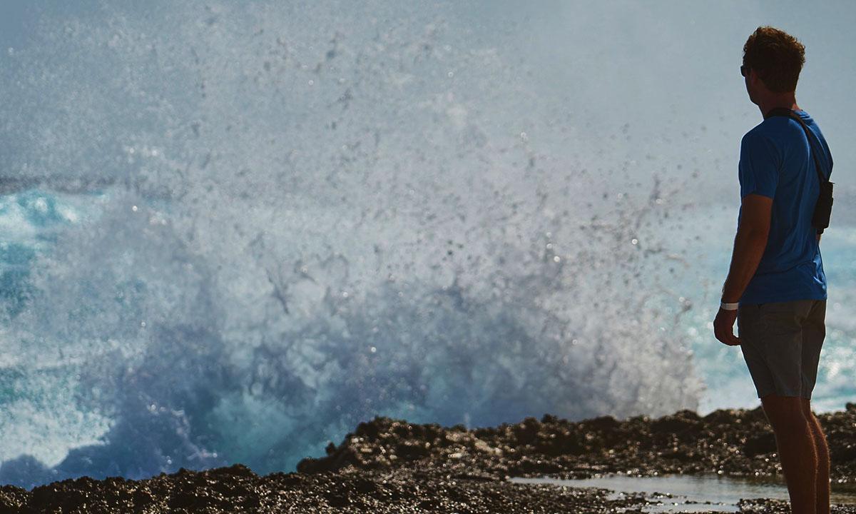 Из-за шторма в Черном море за сутки утонуло двое туристом