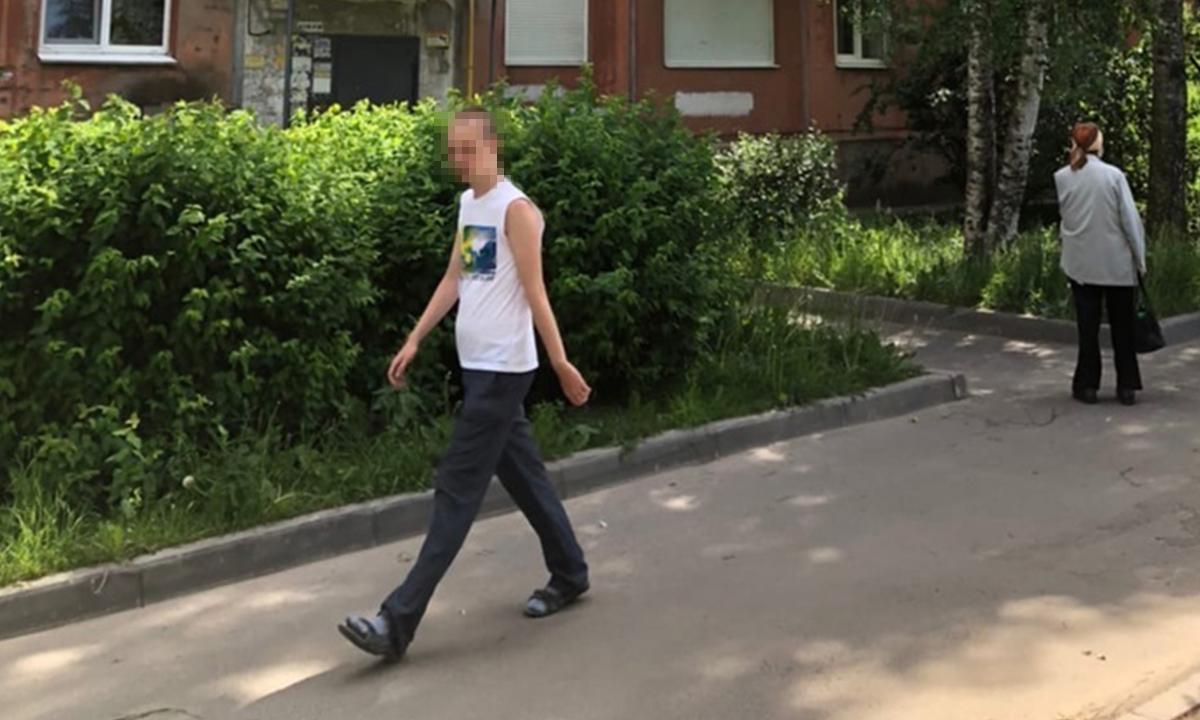 Мужчина, который гулял у детских площадок, оказался больным