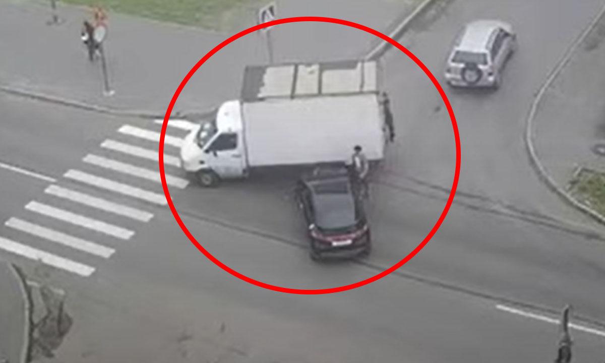 Изменение схемы проезда перекрестка привело к ДТП Петрозаводск