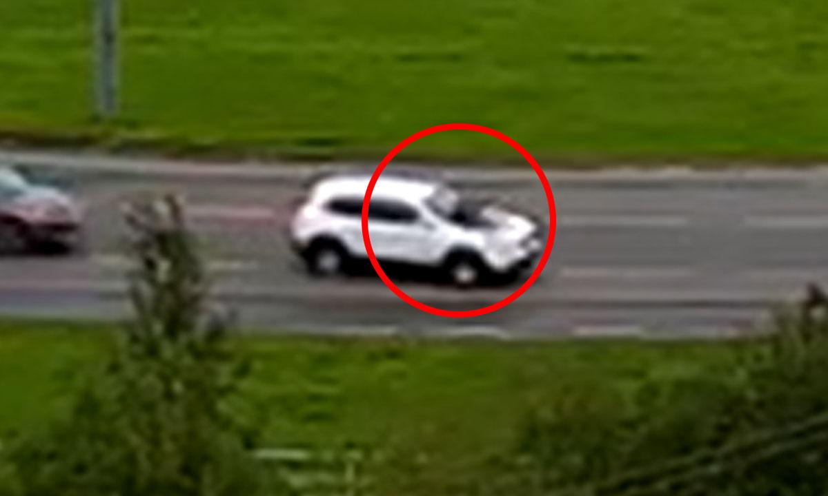 В Петрозаводске на опасном участке дороги мужчина кидался на машины