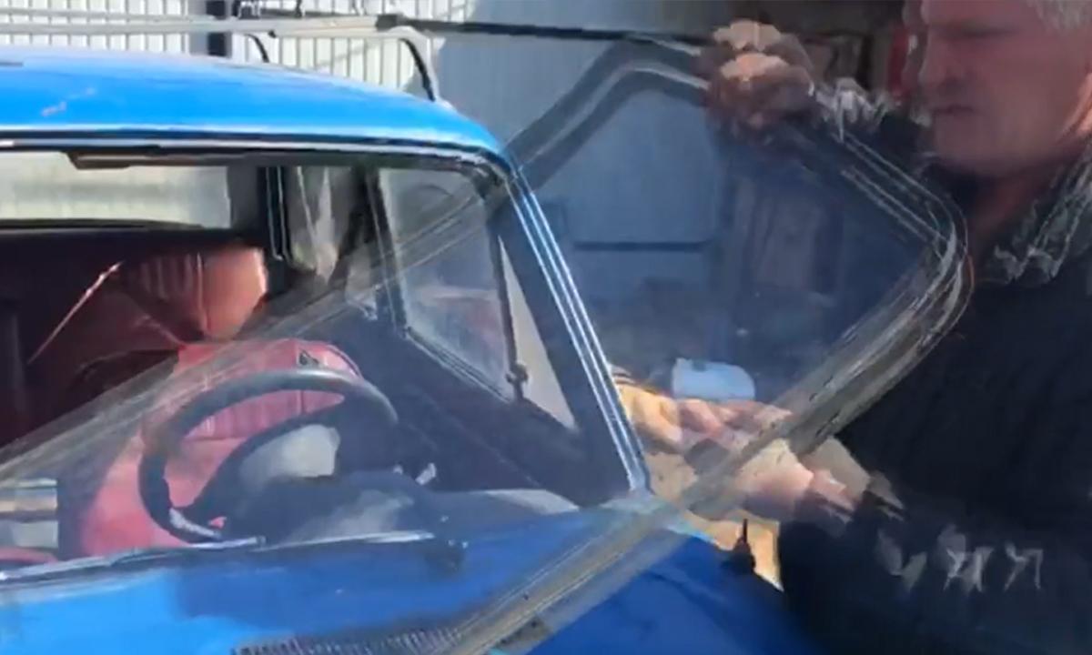 Отец и сын грабили едущие на скорости фуры при помощи модернизированных жигулей