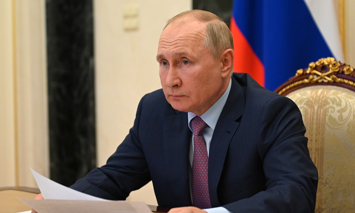 Путин обещал помощь пострадавшим из-за лесных пожаров в Карелии