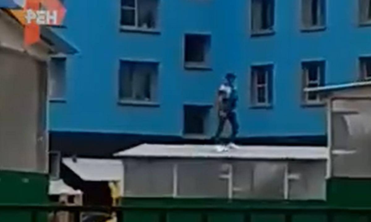 мужчина ворвался в детский сад