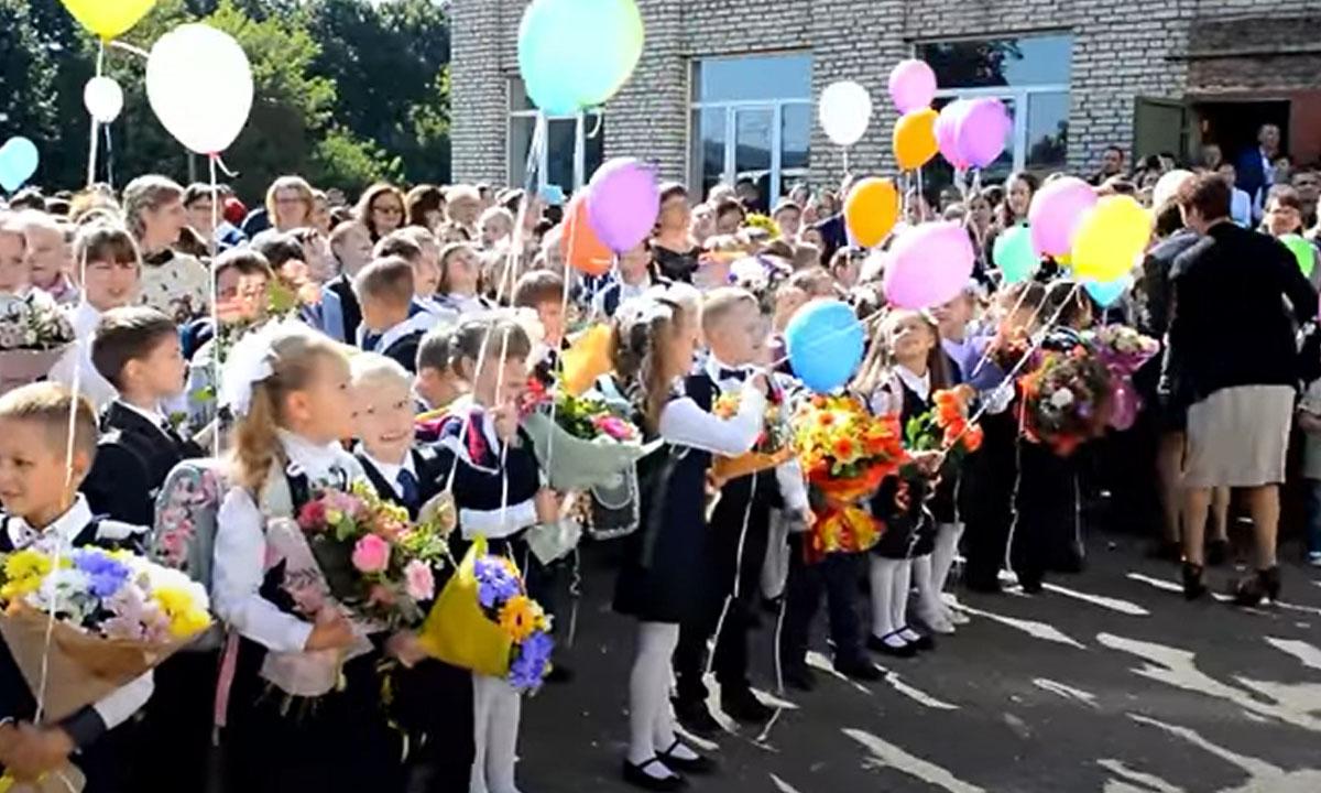 поднять флаг в школе новая традиция