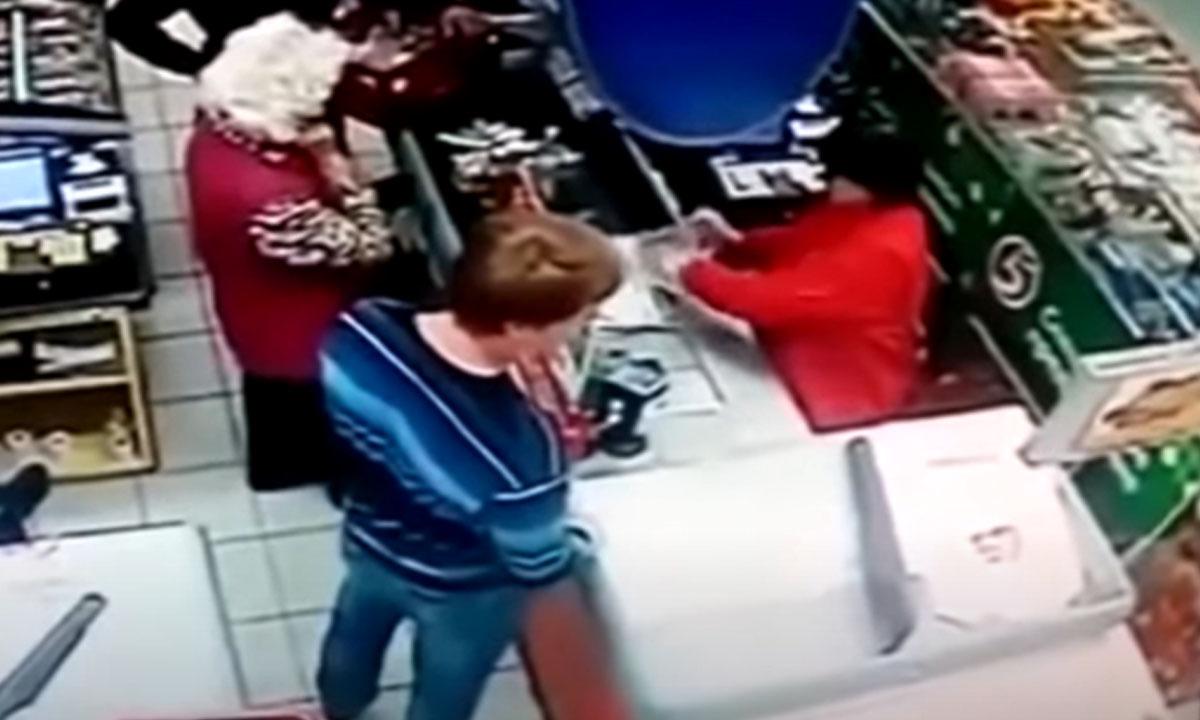 »: в Петрозаводске неизвестный мужчина приставал к детям в магазине