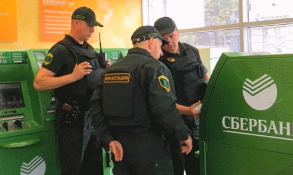 Полиция сможет блокировать счет и карты россиян без суда